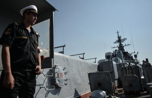 Путин принял участие в спуске на воду супертраулера новейшего поколения