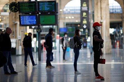 Десятки поездов остановились на путях во Франции из-за обвала грунта