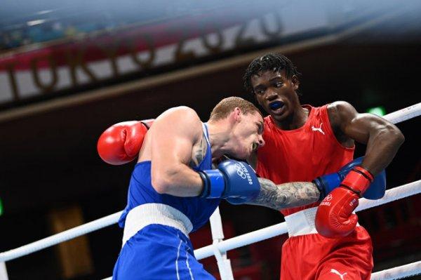Боксер Бакши вышел в полуфинал олимпийского турнира