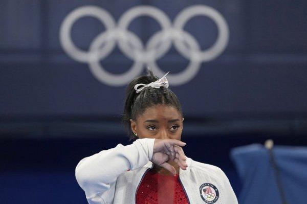 Гимнастка Байлз выступит в упражнениях на бревне на Олимпиаде в Токио