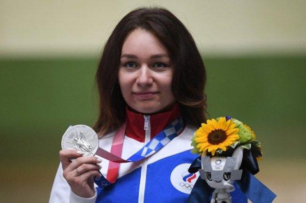 Олимпийскую медалистку Юлию Зыкову встретили в Красноярске с оркестром