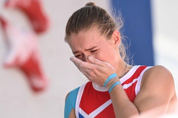 Российская скалолазка заплакала после неудачной попытки на Олимпиаде