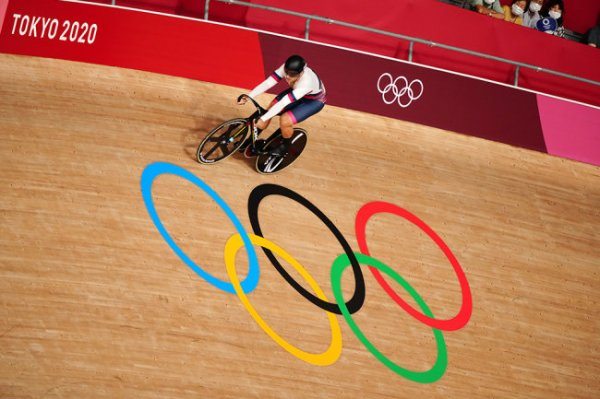 Велогонщик Дмитриев поборется за бронзу Олимпиады