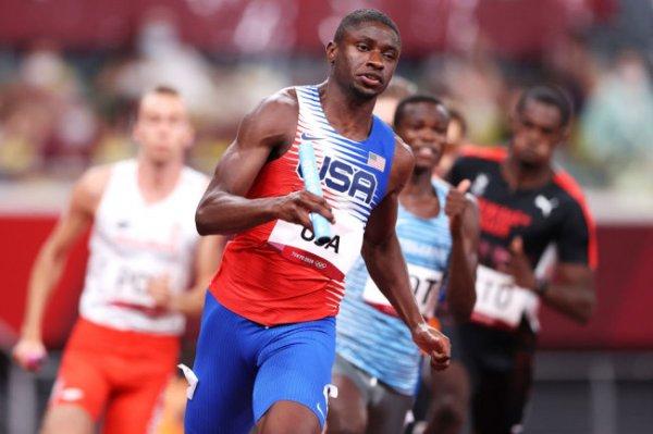 Американские легкоатлеты выиграли обе эстафеты 4 по 400 метров на Олимпиаде