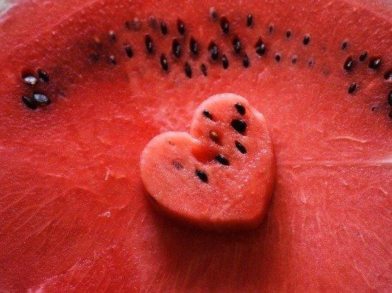 Медики назвали пользу и вред арбузов при коронавирусе