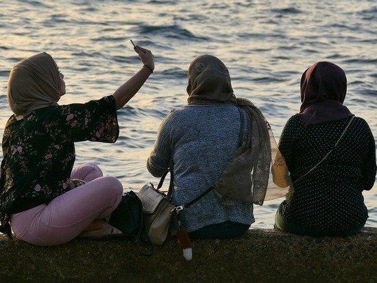 Мусульманок грубо обругали на казанском пляже за оголенные щиколотки