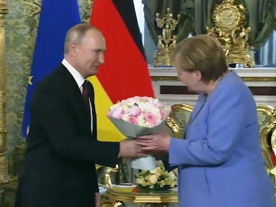 Меркель назвала Путина