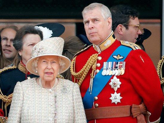 Любимчик английской королевы стал изгоем из-за секс-скандала