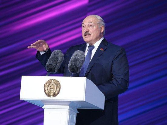 Лукашенко призвал платить белорусским футболистам среднюю зарплату