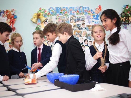 Появление учебных классов в коридоре краснодарской школы объяснили