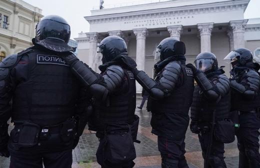 Суд оштрафовал участвовавшего в незаконной акции в Москве мужчину с COVID-19