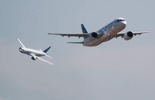 Полет самолета Як-18Т открыл ДАКС-2021 в Жуковском