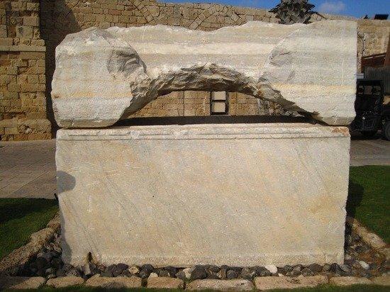 На Кипре туристка из России застряла в саркофаге