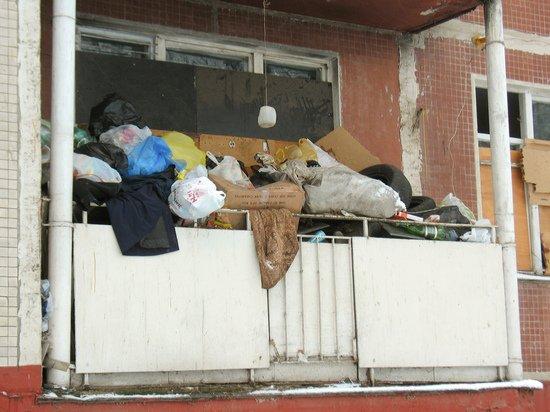 Захламленный балкон стал поводом для необычного решения суда