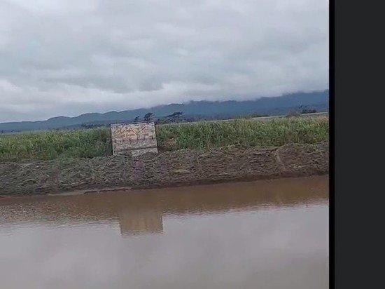 На Сахалине любитель охоты обезобразил ландшафт, выкопав экскаватором озеро со скрадком