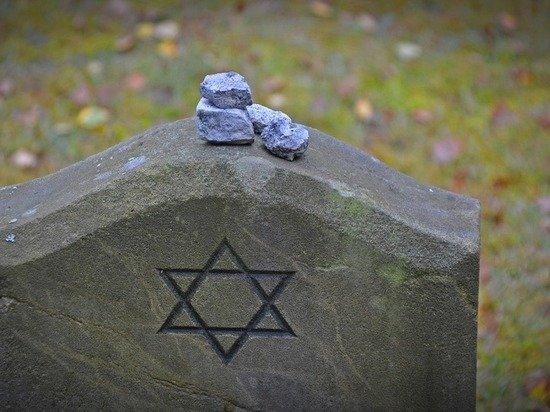 Вандалы раскопали место захоронения жертв Холокоста под Ровно