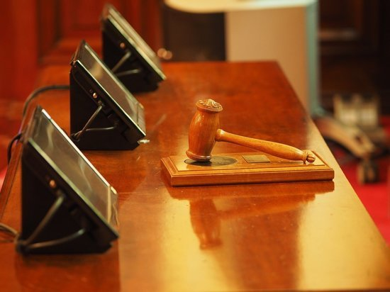 Приговор осужденным за взятку экс-следователям СК отменен