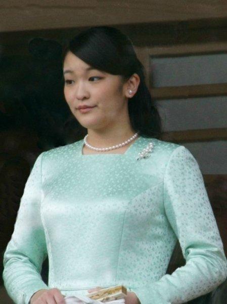 Японская принцесса Мако отказалась от богатства ради брака с простолюдином