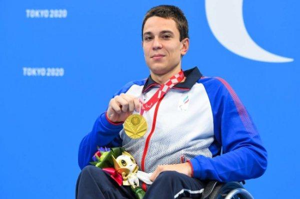 Пловец Жданов выиграл третье золото на Паралимпиаде в Токио