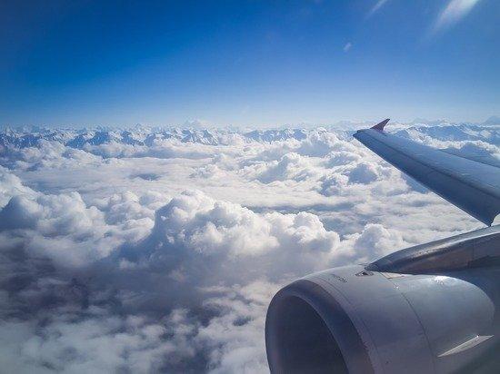 Самолет рейса Москва-Белгород вернулся в