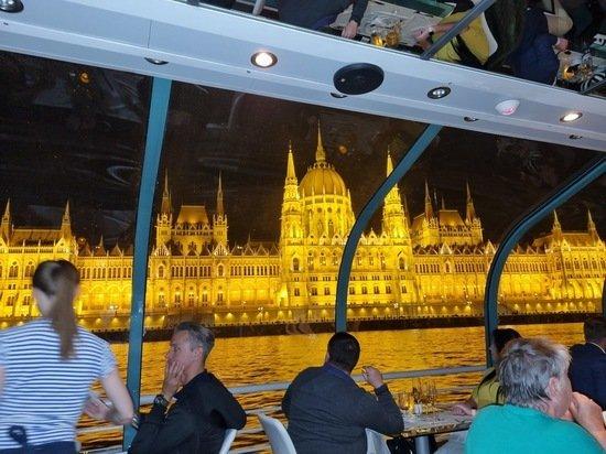 «Победившая коронавирус страна»: прилетаешь в Венгрию — пандемии нет