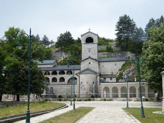 В Черногории противники СПЦ блокировали въезды в Цетине