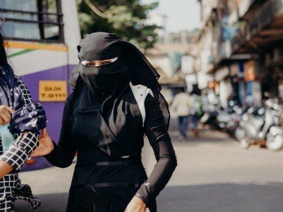 В Афганистане талибы обязали студенток частных вузов носить никабы
