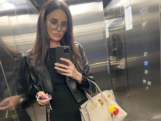 Алана Мамаева потребовала у экс-супруга купить одежду дочке
