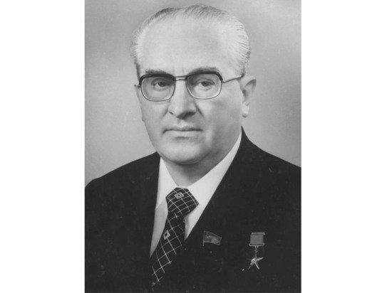 Описан тайный заговор Андропова по развалу СССР