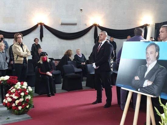 Пугачева и Галкин приехали проститься с Борисом Красновым