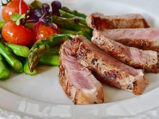 Врач-диетолог назвала самые полезные способы приготовления мяса