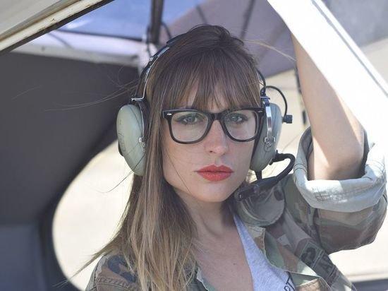 Стюардесса призвала никогда не надувать спасательный жилет в самолете