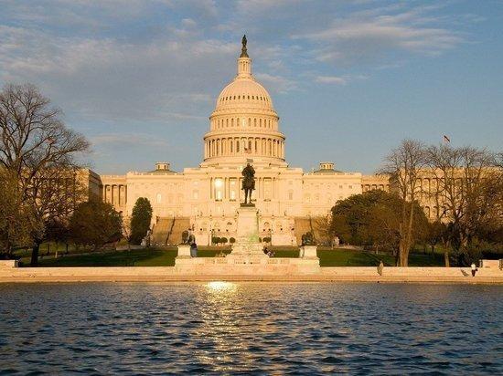 В Вашингтоне рекомендовали принять меры в отношении полицейских Капитолия
