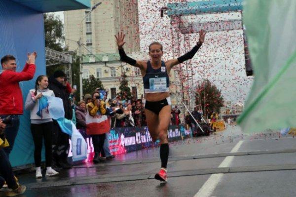 Омская атлетка установила рекорд Сибирского международного марафона