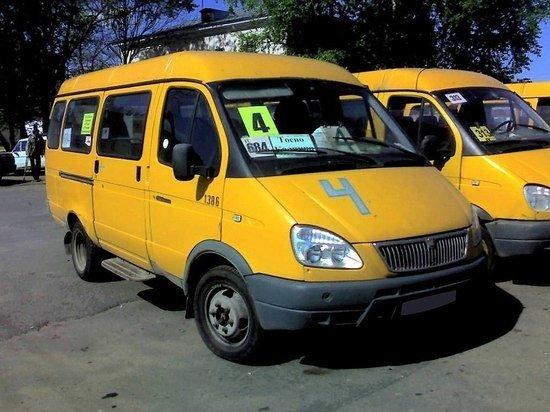 В Интернет попало видео с пассажирами автобусов, высаженными на время намаза