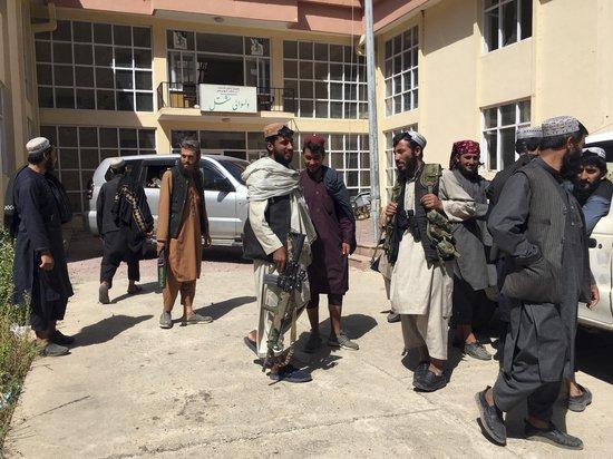 Талибы устроили распродажу американского оружия