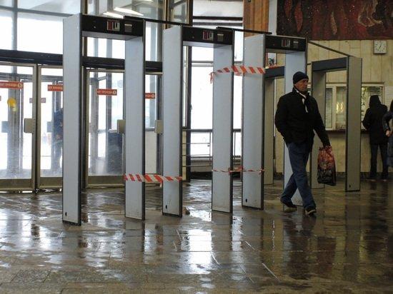 Пассажир метро судился за то, чтобы его обыскивали руками