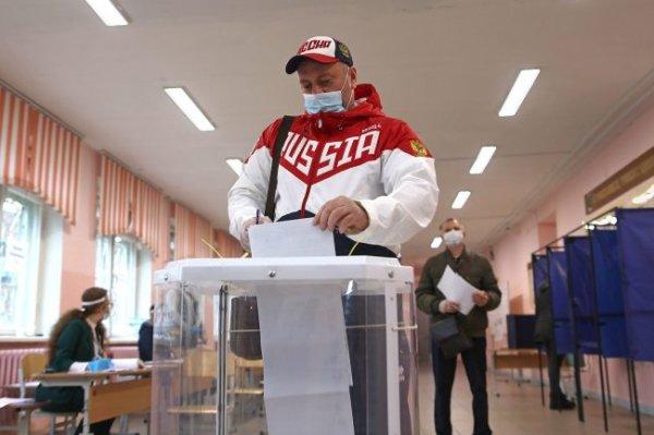 Видео: В Екатеринбурге на выборах проголосовали именитые спортсмены