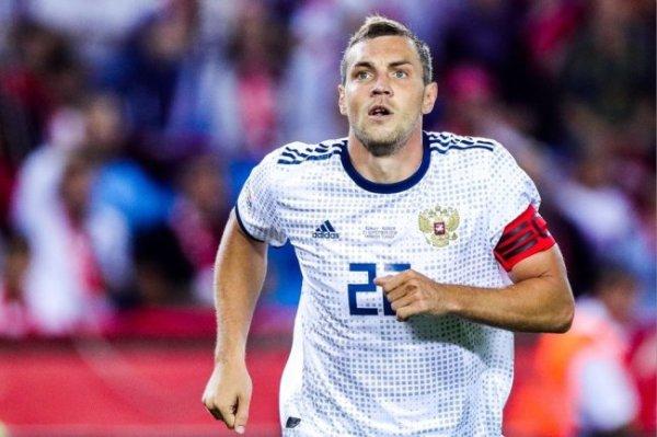 Карпин заявил, что Дзюба еще не завершил карьеру в сборной России
