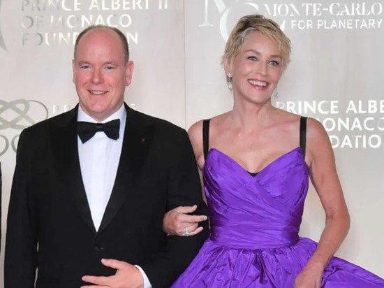 Князь Монако появился на светском мероприятии вместе с Шэрон Стоун
