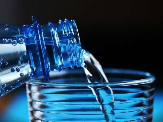 Диетолог Макиша рассказала, можно ли пить во время приема пищи