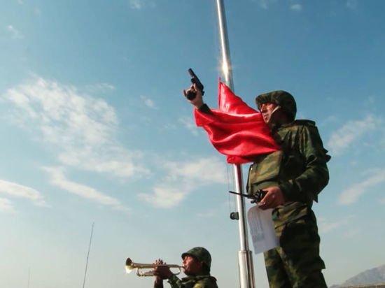 Таджикистан и Афганистан начали стягивать вооруженные силы к границе