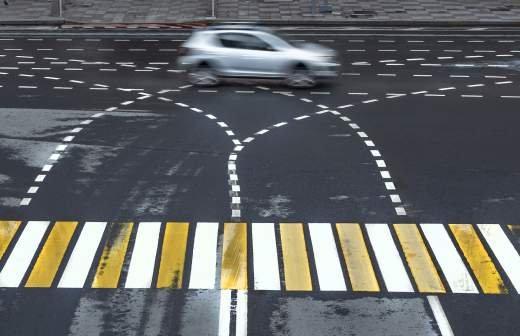 В отношении сбившего двух человек на тротуаре водителя в Чите возбудили дело