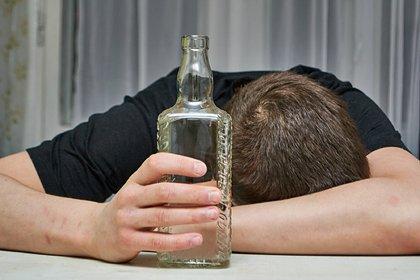 Россиянин насмерть забил родного брата бутылкой водки из-за долга