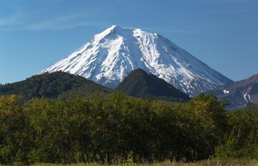 Курильский вулкан Эбеко засыпал пеплом Северо-Курильск