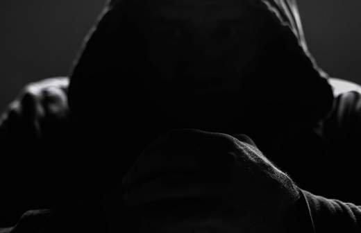 Опубликованы кадры допроса мужчины, заманившего к себе школьницу в Ленобласти