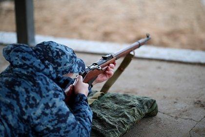 Российский военнослужащий с оружием пропал в лесу