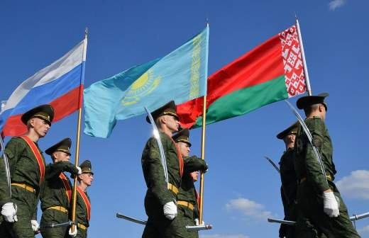 Песков ответил на вопрос о военной форме Путина