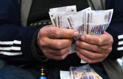 Минтруд изучит вопрос о ежегодной выплате в 20 тыс. рублей к школе