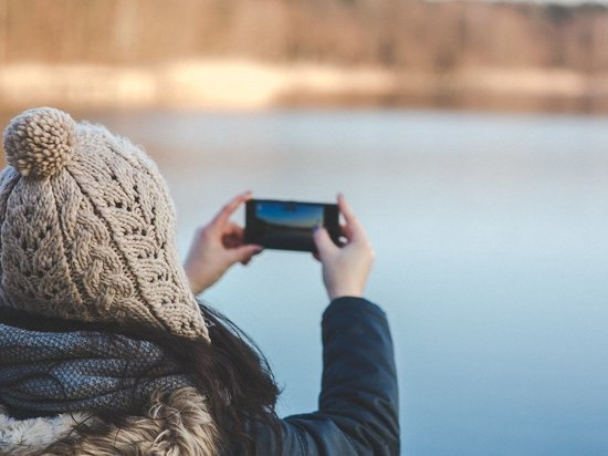Эксперт предупредил о риске взрыва смартфона на холоде